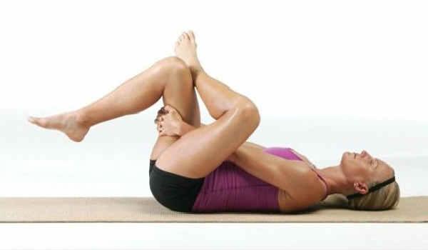 упражнения от боли в спине_одно колено согнутое