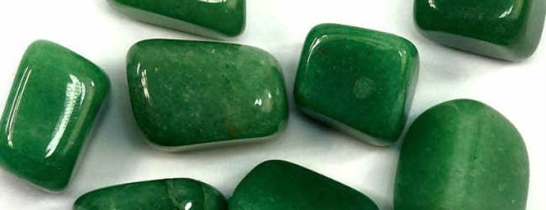 zelenyj-avantyurin-kamen
