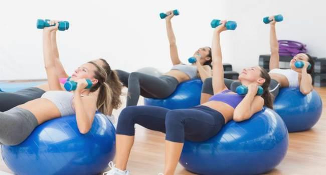 упражнения для укрепления грудных мышц-с гантелями