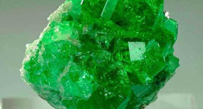 зеленый гранат-магические свойства-кому подходит