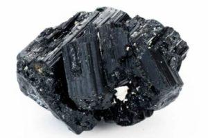 черный турмалин-магические свойства кому подходит