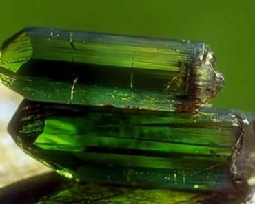 зеленый турмалин-лечебные и магические свойства